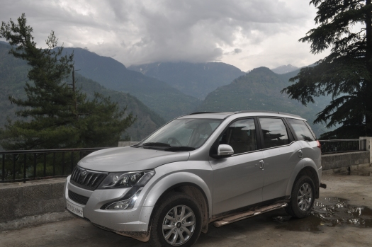 XUV parked in Manali