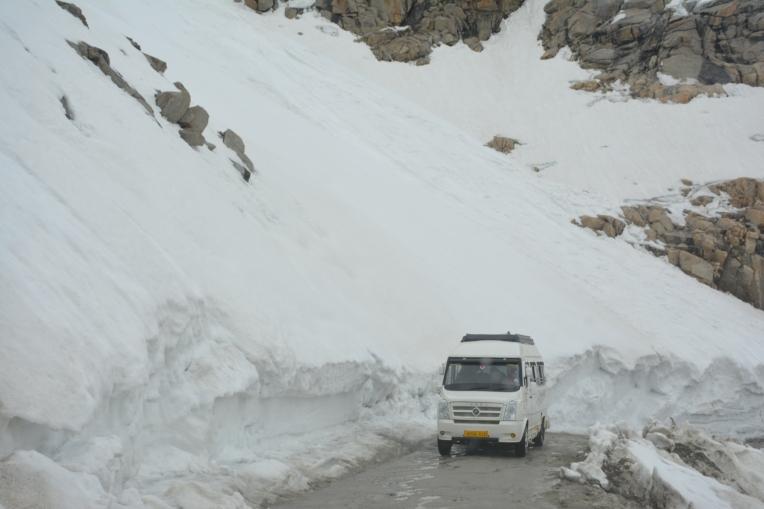 Khardungla - 20 ft snow
