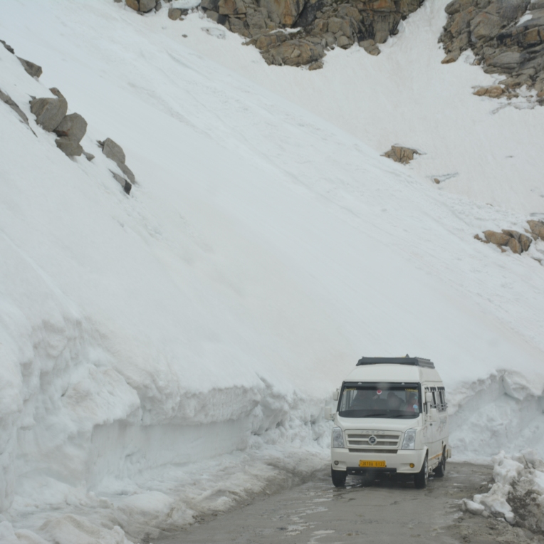 Khardungla - 20 ft snow