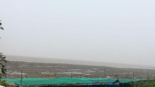 Bangalore to Gurgaon trip - detour at Daman sea beach