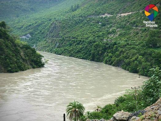 Tattapani to Naldhera road along river Sutlej